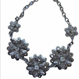 🌸Stunning 5 Flower Silver Fashion Necklace 🌸